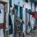 Lo Stato ci vieta di vivere da poveri e ci costringe alla miseria